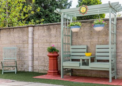 Relax after a hard day's work at the refinery and chill in our communal garden at Grangelea Court – just off the Bo'ness Road and a 5min drive to Ineos.